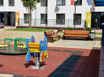Детская площадка во дворе 7 корпуса